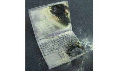 Hořící notebook na konferenci v Japonsku